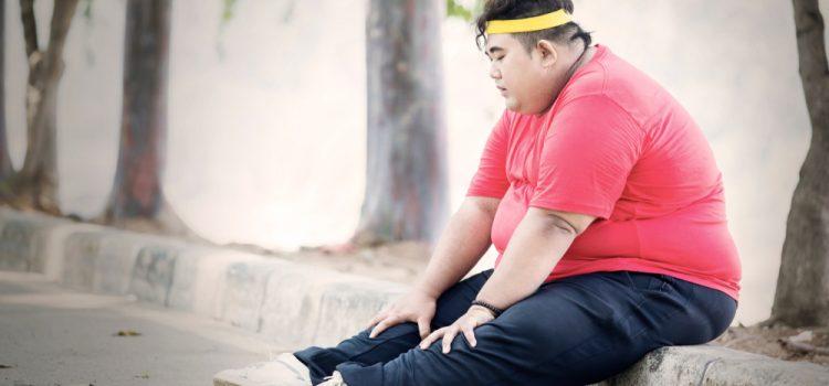 Surplus de graisse, Surplus de graisse corporelle,Obese,Man,Looks,Tired,After,Exercising,In,The,Park,While, embonpoint, adiposité, épaississement, grosseur, engraissement, corpulence, rondeur, surcharge pondérale, empâtement, bouffissure, engraissage, adipose, polysarcie, rotondité