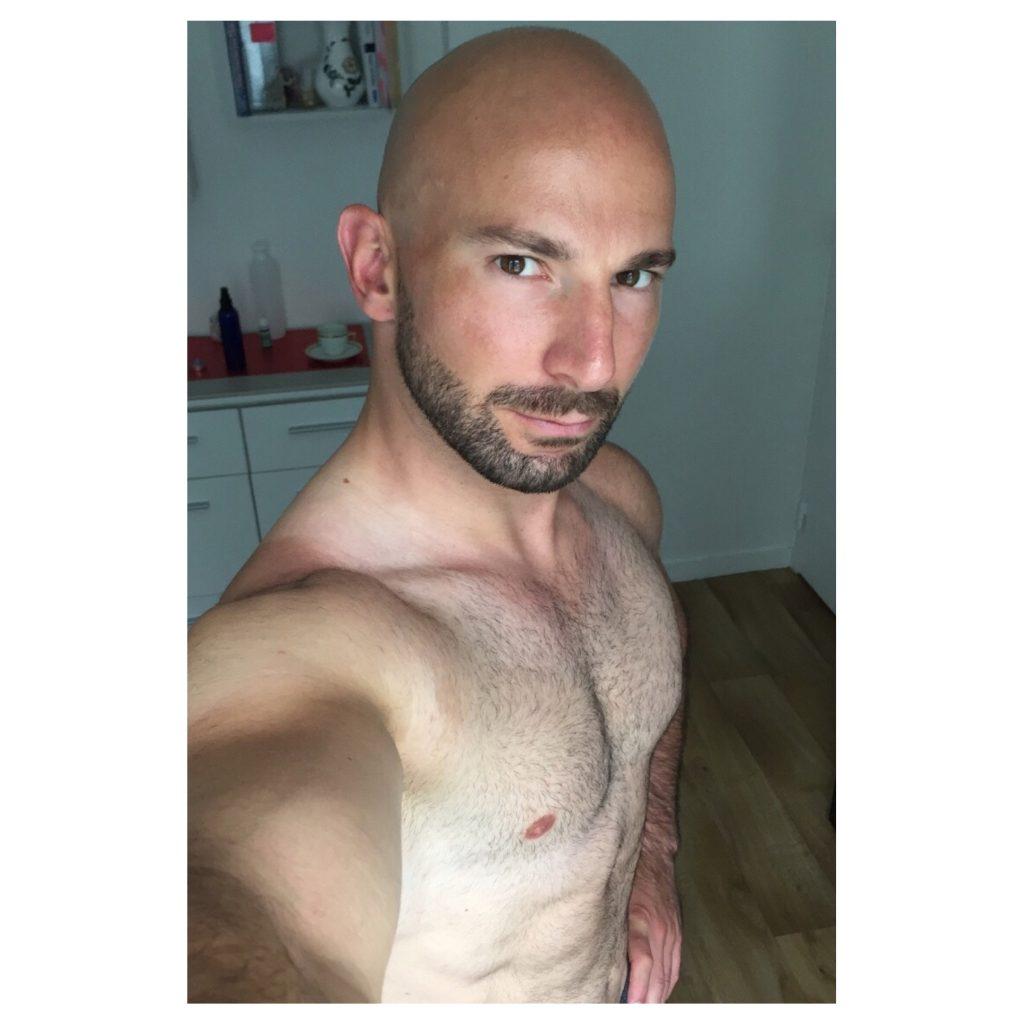 Kerim YILMAZ, athlète modèle, CorpsFiit, corps athlétique homme, abdominaux, abs, abdos, pack six, corps d'athlète homme